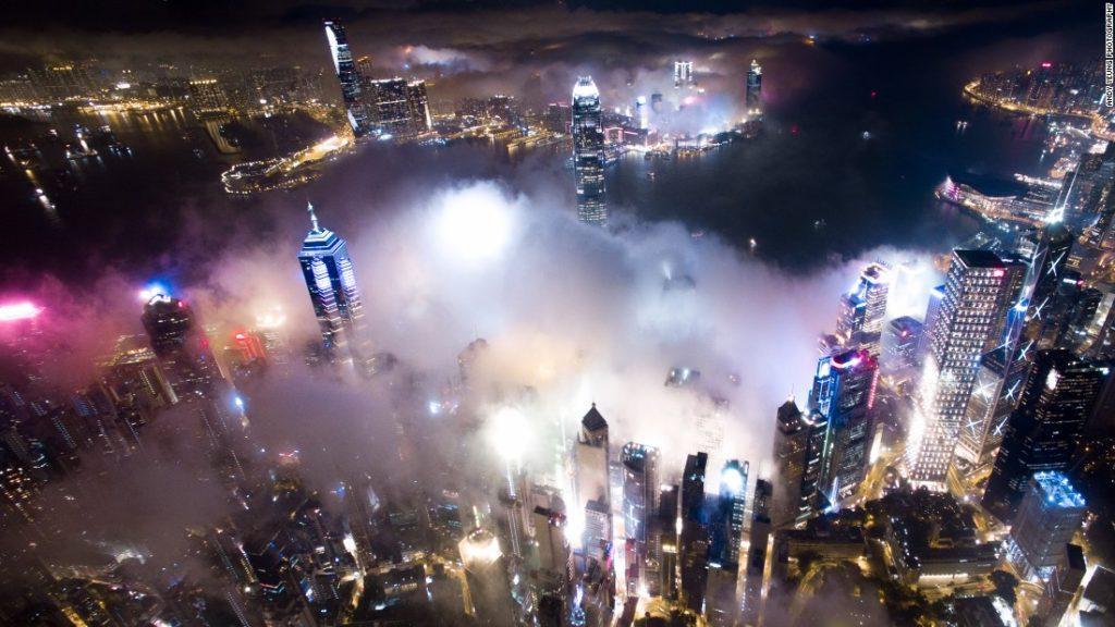 160421121926-02-hong-kong-urban-fog-super-169