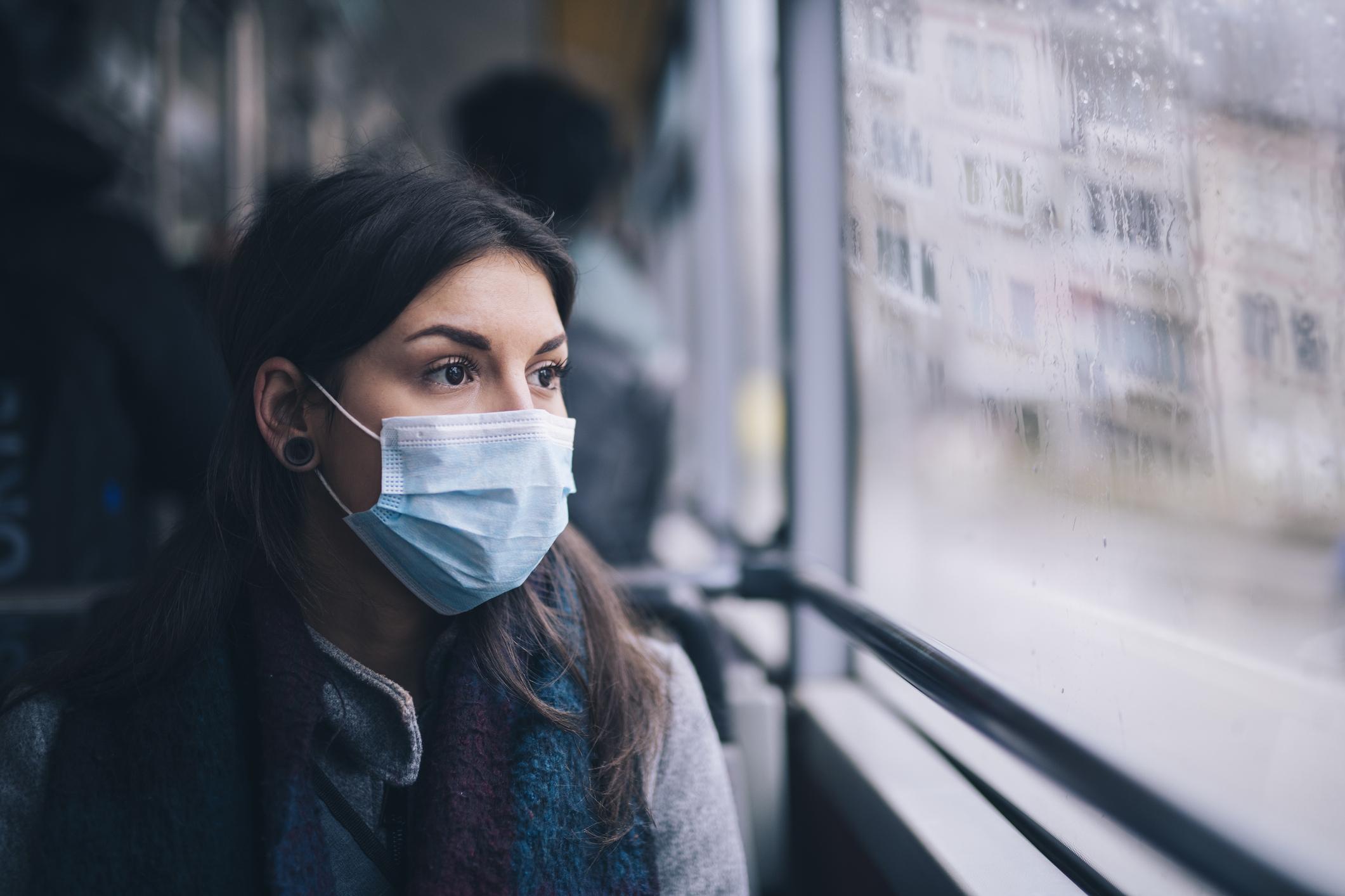 masca purtată pe stradă